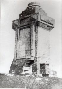 Памятник на Девичьем поле в память сбора войск в 1380г.